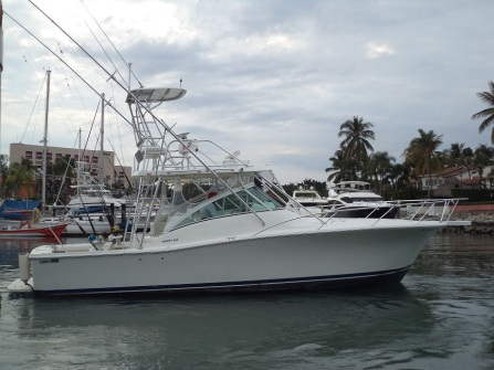 Luxury 36 ft luhrs yacht